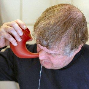 Cuci hidung dengan Neti Pot