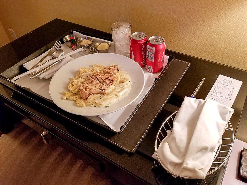 Makanan dan Minuman Tamu Hotel
